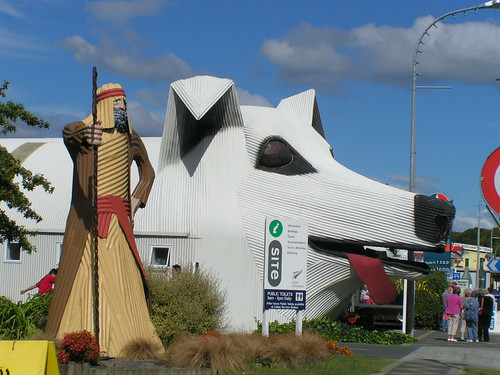 giant dog in tirau
