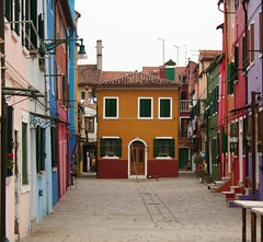 Une petite maison ... (trekkinglemon) Tags: italy europe burano