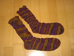 Sockapaloooza socks, finished! (betty.) Tags: socks punto knitting media punt calcetines mitjons mitja elfine sockapaloooza