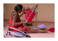 Reels (Elishams) Tags: red woman india colours indian traditional culture production worker dailylife textiles indianarchive weaving tamilnadu southindia kanchipuram mtier  fileuse 50millionmissing