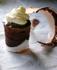 chocolate-coffee cupcake with mocha ganache and mascarpone cream - by chotda