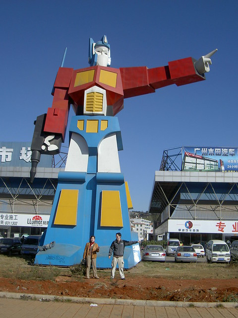 estatua Optimus Prime Kunming China