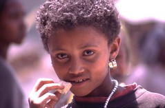 210-99+ (World Picture Service) Tags: people girl children child faces ethiopia ethiopians hornofafrica theface eastafrica portrets bati worldpictureservice ethiopianfaces peopleofethiopia facesofethiopia 1998200020012003
