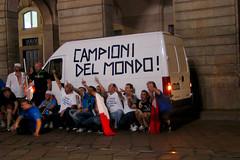 CAMPIONI DEL MONDO! (Momenti di Montagna) Tags: football italia milano festa calcio mondo tifosi campioni mondiale coppa