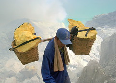 sulfur miner at ijen crater - indonesia (chillntravel) Tags: topv111 indonesia eastjava ijencrater jawatimur ijen kawahijen