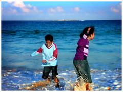 ouR mouses (spuNkymoNky) Tags: family boy sea vacation portrait people holiday 2004 girl smile bondi kids portraits sydney smiles australia myson demi myfamily thekidz tinytots mydaughter iwan desiremichellefernandez shazrilikhwanfernandez shazril photographedbyjoshuafernandez