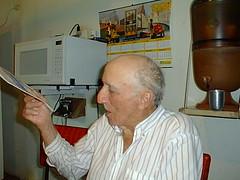 Pai lendo (joaobambu) Tags: 1998 echapor echapora brasil brazil family