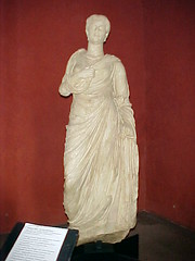 Antonia Minor (Gauis Caecilius) Tags: sculpture france frankreich europe roman frança provence nimes francia maisoncaree γαλλία
