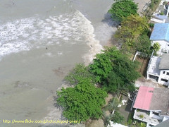 Birdseye view of Tsunami Waves Penang Malaysia103 (Tsunami2c4u) Tags: tsunami waves birdseye penang malaysia 261204 tanjung bungah pantai lorong abbas tokong fisher boat tidal georgetown gurney drive
