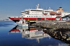 Hurtigruten in Kirkenes (Bozze) Tags: blue red sea snow reflection ice norway catchycolors ship fjord hurtigruten kirkenes richardwith hurtigrutten wwwoppnahorisonterse wwwopenhorizonsfinearteu