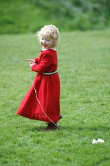 Play (frielp) Tags: warwick castle girl red green costume nikon d70 70200mm