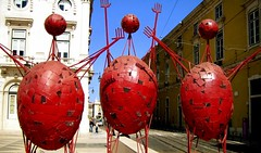 three amigos (GatheringZero) Tags: lisbon ixus red three art sculpture metal
