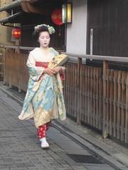 Geisha at Hanamikouji (Silly Jilly) Tags: kyoto japan