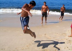 Brasil, futebol arte (neloqua) Tags: ocean blue boy shadow sea summer brazil sunlight playing man motion game art beach southamerica water beautiful riodejaneiro wonderful wonder fun happy daylight football amazing fantastic perfect colorful great joy sunny bluesky excellent summertime moment lovely charming niteroi sunnyday