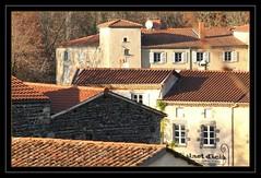 Bistrot d'ici (raym5) Tags: auvergne village toits automne saintsaturnin raym5
