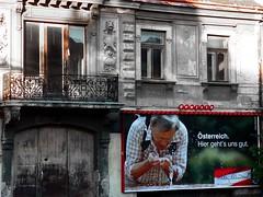... geht's uns gut (kadluba) Tags: vienna old sun house window geotagged austria sterreich election europe politics ugly schssel wahlkampf wahl oesterreich hietzing vp exkanzler guessedvienna oevp nationalratswahl schuessel nationalratswahl2006 geo:lat=48176167 geo:lon=16283326 sportminister