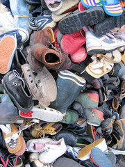 Pyramide de chaussures // Pyramide of shoes (Stfan) Tags: shoes many handicapinternational pyramide chaussures basm alotofshoes