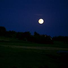 happy mid-autumn  (=) (* tathei *) Tags: travel moon night canon eos europe poland polska krakow 5d dslr squared warszawa midautumn iso1600 28135mmis