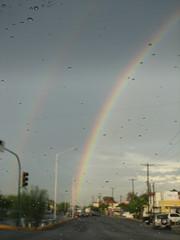 doble arcoiris (Jackie Palacios) Tags: verde azul arcoiris calle gotas amarillo cielo morado doblearcoiris