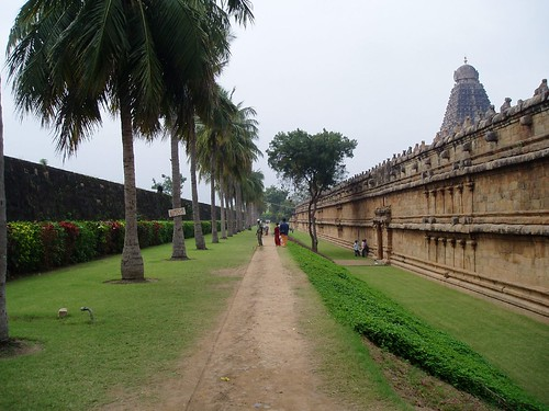 Tanjor Periya Kovil - Well Maintained lawns