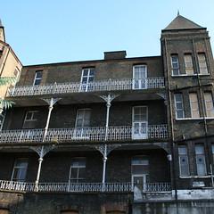 balconys.jpg (Zak Ezzati) Tags: windows building iron bricks victorian balconies insullmemorialbuilding ezzati zakezzati