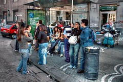 Waiting Napolitan people (Hans van Reenen) Tags: people italy waiting gente menschen jeans napoli naples denim hdr wachten neapel mensen napels esperar piazzagaribaldi aufwartung