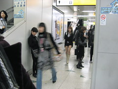 You will never see her again (aurelio.asiain) Tags: people urban woman girl beauty japan subway tokyo cool reader shibuya  streetphoto  japn   peoplo aurelioasiain ionushi asiain mexicaninjapan theasiaingallery milvistas