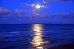 Moonlight Over the Sea (RobW_) Tags: november blue beautiful 1025fav spectacular 2006 fullmoon used greece 2550fav greatshot moonlight elsewhere wal zakynthos outstanding tsilivi chlemoutsi peloponnese nov2006 interestingness306 i500 outstandingshots abigfave 05nov2006 explore05nov2006