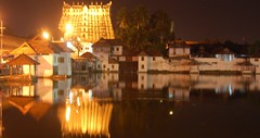 Ananthapadmanabha temple (thejasp) Tags: india d50 temple nikon indian kerala handheld nightview 1855mm dslr hindu indien trivandrum southindia keralam southasia    indiatravel    thiruvananthapuram indiatourism thejas 5sec   sdindien  padmanabhaswamytemple zuidindia  thejasp             suurindland       padmabhasvmi kta