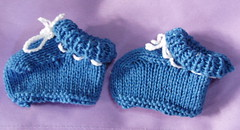 Blue two-hour booties (aueeie) Tags: knitting babybooties