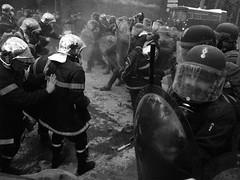 21/11/2006 - 15:45 (Hughes Lglise-Bataille) Tags: blackandwhite bw paris france topf25 topf50 noiretblanc protest photojournalism police olympus 2006 gas demonstration firemen tear nocrop manif manifestation teargas pompiers e500 topv1000 topv2000 lacrymogene lacrymo expd 100bestbwphotojournalism