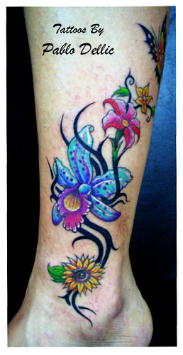 Tatuagem de flores,Flower Power Tattoo by Pablo Dellic