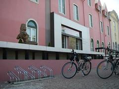 Lousy bike rack at Centro Cultural de Cascais