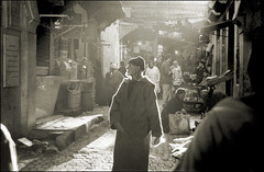 Man of Fez (ickbins) Tags: old white man black sepia backlight market fez marruecos marroc fes marroco fs magiccity marroko wonderfulpeople