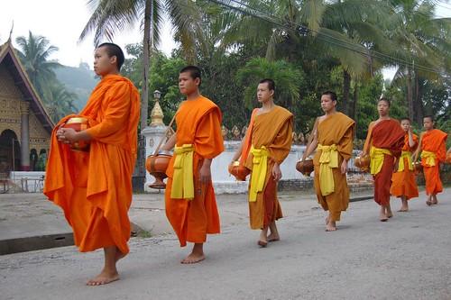 Procesión de monjes