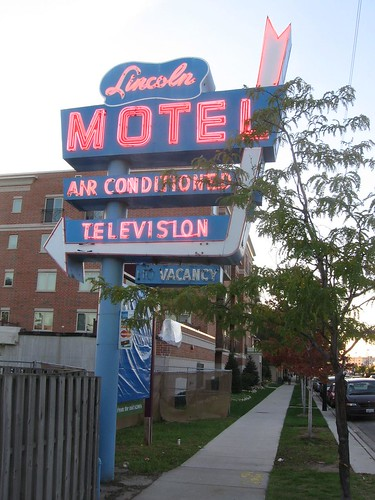 Lincoln Motel sign
