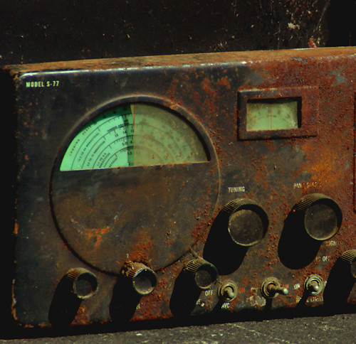 Old Radio by Leo Irakliotis on flickr