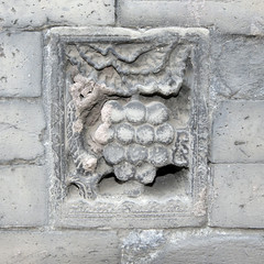 grape air vent (yewenyi) Tags: china trip vacation holiday brick leaves vent leaf asia bricks grapes   imperialpalace airvent grape shenyang  eastasia liaoning  mukden  shengyang  lionng  shnyng