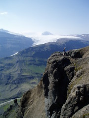 Lnsrfi - Iceland (sigfus.sigmundsson) Tags: travel cliff mountain man mountains nature standing landscape iceland hiking south cliffs glacier east mountaineering sland ganga vatnajkull jkull tivist landslag lonsoraefi lnsrfi 5favlandscapes superaplus aplusphoto gngulei