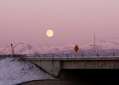moon rise (wittywd40) Tags: sunset moon mountain 2006 anchorage rise oldsewardhighway flickrchallengewinner