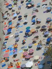 Tropea (*ippo*) Tags: sea summer people mare estate persone colori ombrelloni calabria spiaggia tropea sabbia vibovalentia
