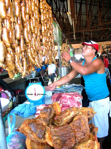 Vigan City - Longanisa and Bagnet vendor market indoor  Buhay Pinoy Philippines Filipino Pilipino  people pictures photos life Philippinen  delicacy sausage traditional food