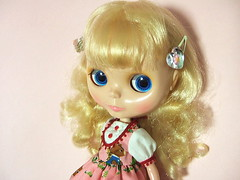 Lovely dress from Tiffany (kana*) Tags: outfit blythe tiffany squeakymonkey skatedate