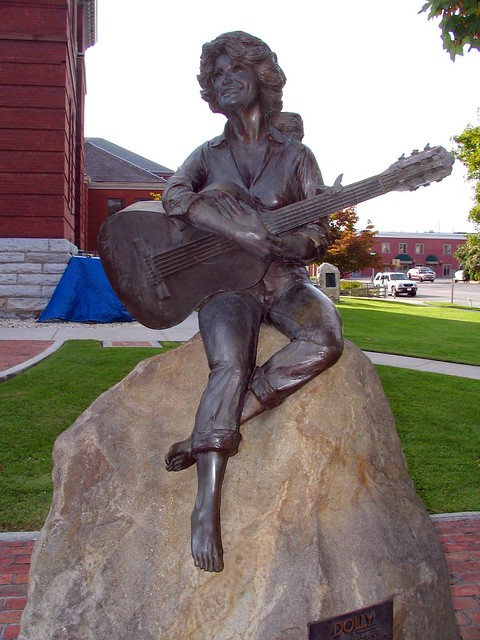 Dolly Parton Statue, Seveir County TN courthouse