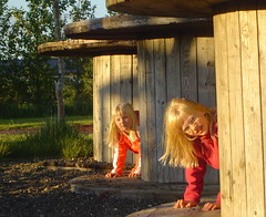In the evening sun (Gnna) Tags: playing sisters children iceland summertime leikur
