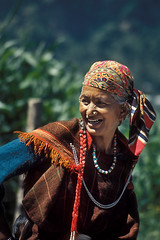 INDIA (BoazImages) Tags: people woman india mountains color smile face earings colorful skin himalaya himachal kulu himachalpradesh earing kuluvalley