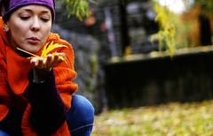 _ Blow _ (NuageDeNuit   Chiara Vitellozzi) Tags: people orange portraits dof purple bokeh blow arianna soffio vividcolours nuagedenuit modelforaday ilsoledentro tempogrigiononsidirebbe