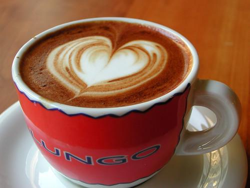 Ein Liebesbeweis im Kaffee