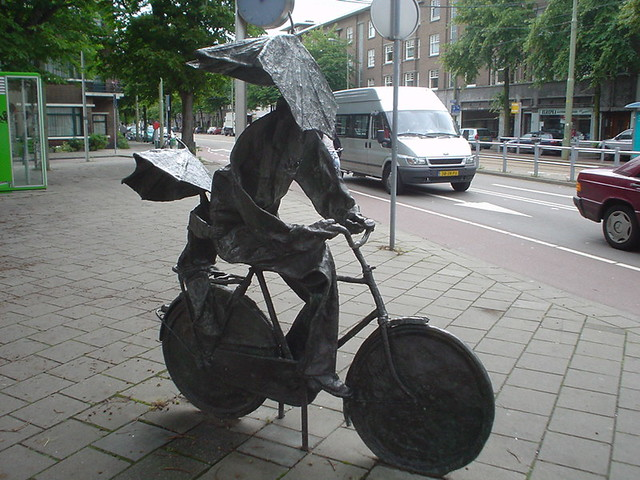 Umbrella-head statue