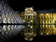 Reflet au Louvre (O Caritas) Tags: paris france reflection water europe december ledefrance pyramid louvre 2006 nikoncoolpix8800 reflectionatthelouvre dscn1413jpg 2006bypatricktpowerallrightsreserved